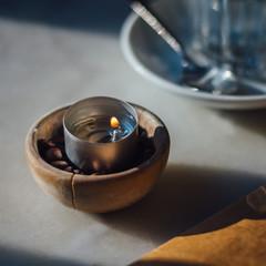 Teelicht in runder Holzschale