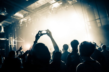 The smartphone in the hands of a concert