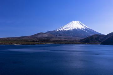 Fototapete - 本栖湖より厳冬期の富士山
