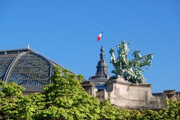 Quadriga statue on top of the Grand Palais in Paris. Fototapete