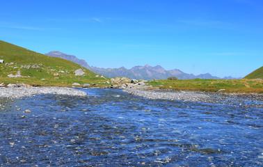 Schweizer Alpen: Sauberes Trink- und Quellwasser auf der Engstligenalp