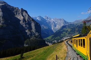 Die Wengeralp-Bahn führt zur Jungfrau-Bahn hoch
