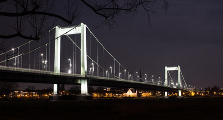 Strahlende Brücke