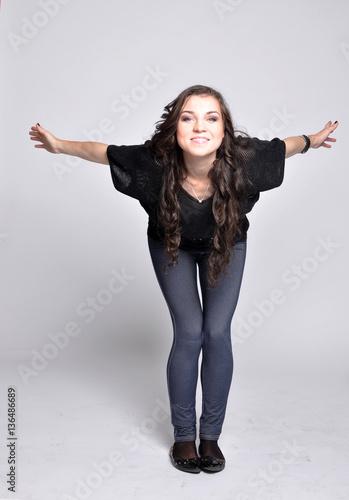 Молодая девка в джинсах фото 13-172