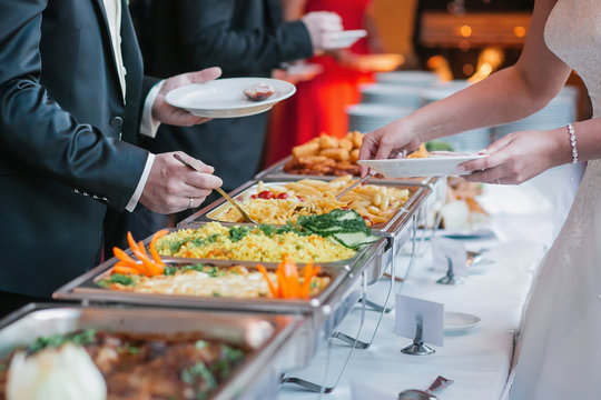 catering wedding buffet food table