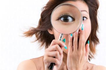 虫眼鏡 / 驚く女性