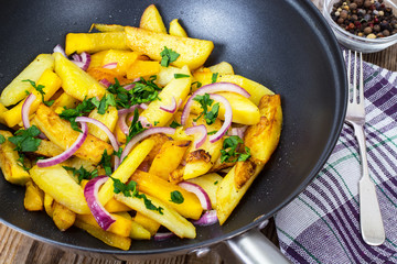 Fried potatoes with pumpkin and red onion