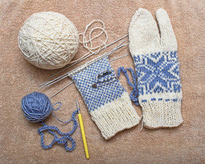creative warm winter mittens-gloves with jacquard pattern snowflake