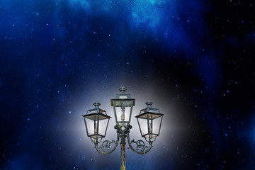 Alte dreiarmige Lampe