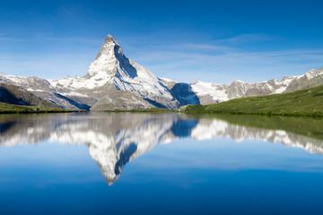 Wall Mural - Stellisee und Matterhorn in der Schweiz
