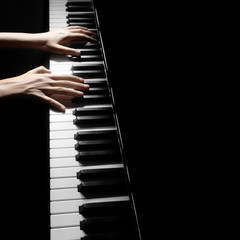 Photo sur Aluminium Musique Piano player pianist hands playing grand piano Musical instruments close up