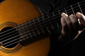Photo sur Plexiglas Musique Acoustic guitar player hands Classical guitar close up