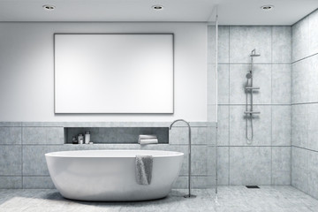Bathroom with ligth gray tiles, toned