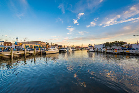 The waterfront at sunset, in Annapolis, Maryland.