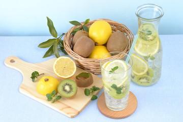 レモンとキウイの炭酸飲料