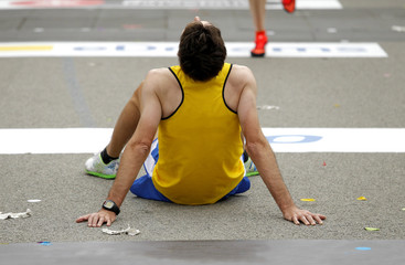 Atleta descansando después de una carrera