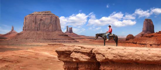 Photo sur Aluminium Vache Monument Valley with Horseback rider / Utah - USA