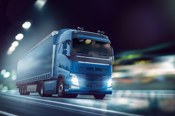 LKW fährt auf einer Straße bei Nacht