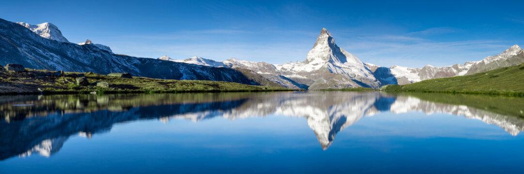 Stellisee und Matterhorn Panorama in der Schweiz