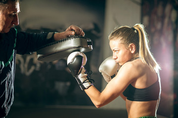 Deurstickers Vechtsport Kickboxing female training