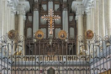 Kreuz und Orgel des Domes von St. Blasien / Schwarzwald