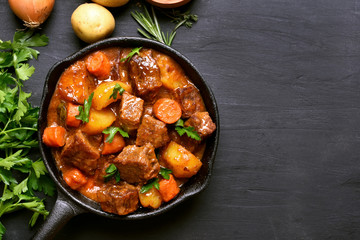 Foto op Textielframe Klaar gerecht Beef stew with potatoes, carrots and herbs