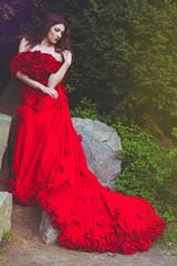 картинки девушка в красном платье