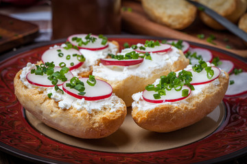Toasts with radish, chives and cottage cheese.