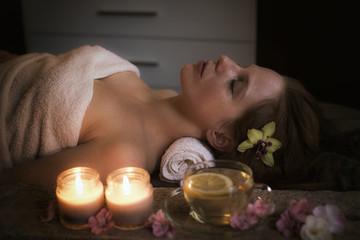 Frau bei der Wellnessmassage