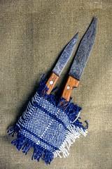 Ножи и шерстяной коврик