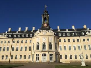 Burgen und Schlösser Land mit blauem Himmel
