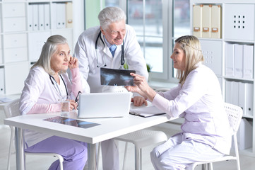 doctors discussing something