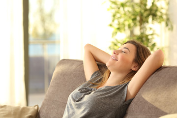Girl relaxing on a sofa at home Fotomurais