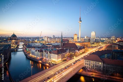 berlin skyline stockfotos und lizenzfreie bilder auf bild 137174634. Black Bedroom Furniture Sets. Home Design Ideas
