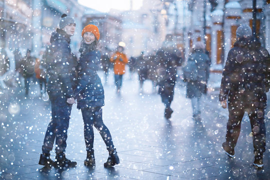 couple in city road snowfall