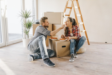Couple moving house, taking a break, eating salad