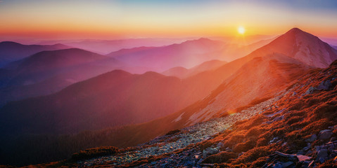 Foto auf AluDibond Hochrote magnificent of sunrise. Carpathian. Ukraine, Europe
