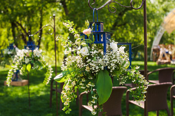 Floral compositions outdoor