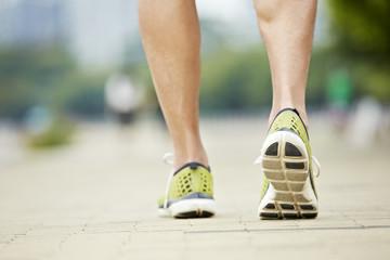 feet of a male runner