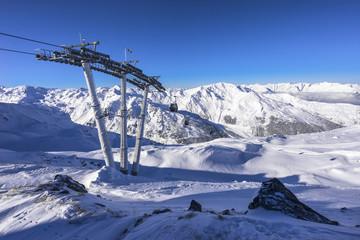 Skilift auf dem Berggipfel