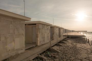 stabilimento marittimo in una spiaggia deserta