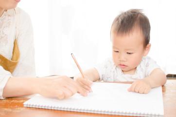 赤ちゃん ママとお勉強お絵かき