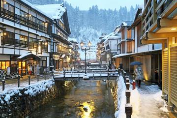 冬の夜の銀山温泉