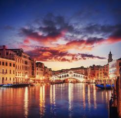 Krajobraz miasta. Most Rialto w Wenecji