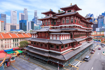 In de dag Temple Singapore - December 4, 2016 : Buddha Tooth Relic Temple, located in China Town. The temple is build with Tang Dynasty style.