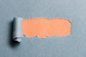 Loch in Papier