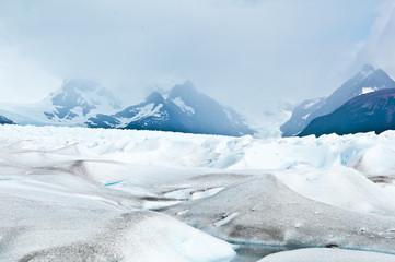 Gletscher Perito Moreno mit Nebel