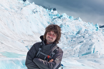 Wanderer auf dem Gletscher Perito Moreno in Argentinien