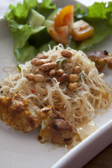 Balinese Glass Noodles with Peanuts