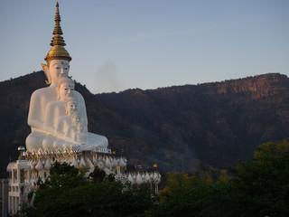 Buddha statue in phasornkaew tample